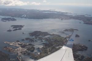 Kijk, we hangen helemaal schuin, en kijken op de eilandjes voor Bergen